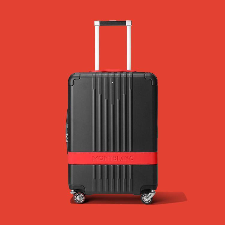 萬寶龍與倍耐力的聯名行李箱,全球限量3,000只,38,900元。圖 / 萬寶龍...