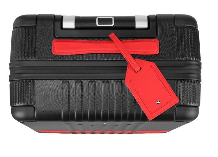 限量行李箱再附贈紅色行李吊牌一個,紅黑對比搶眼。圖 / 萬寶龍提供。