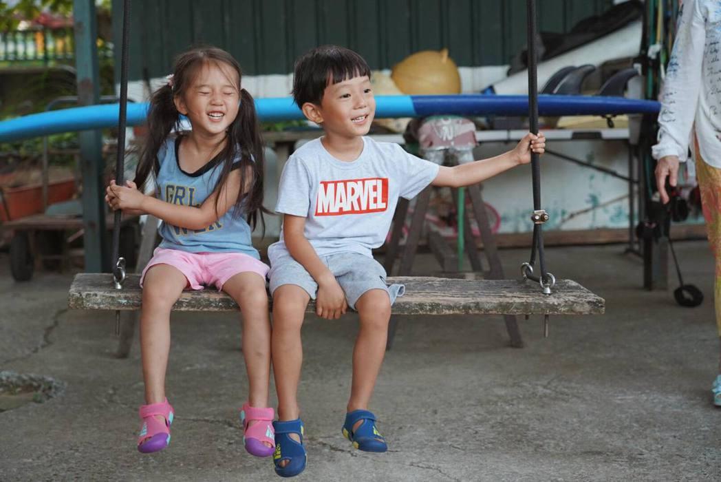 隋棠兒女Max(右)、Lucy。圖/摘自臉書