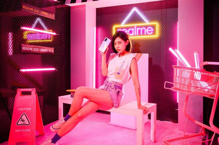realme X7 Pro、realme 7 5G,分別為台灣天璣1000+與天...