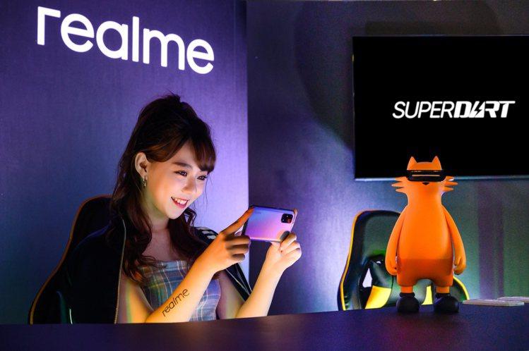 realme X7 Pro為全台首發搭載聯發科天璣1000+處理器的5G旗艦機,...