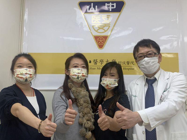 中山醫學大學附設醫院婦產部產科今天有3名女患者現身說法,右為醫師應宗和。圖/中山附醫提供