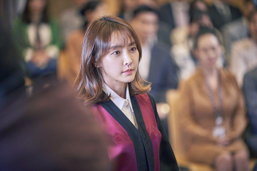 鄭柔美在「檢法男女2」中飾演檢察官殷爍,坦言拍續集壓力大。圖/中天娛樂台提供