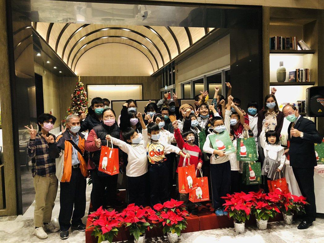 順天讓每個參與孩子都有聖誕禮物 照片/張莉攝