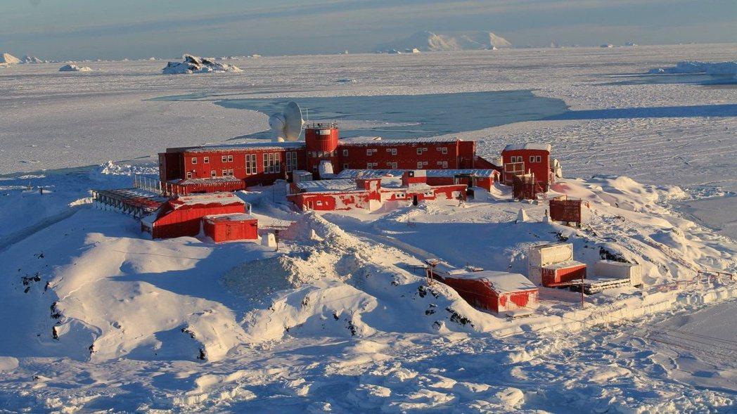 22日,人煙罕至、被認為是最後淨土的南極,出現了36名軍事基地人員確診感染的消息...