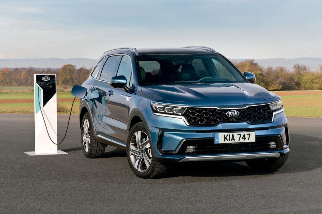 第四代Kia Sorento除了有汽油與柴油的內燃機動力可選擇外,更新增了全新H...