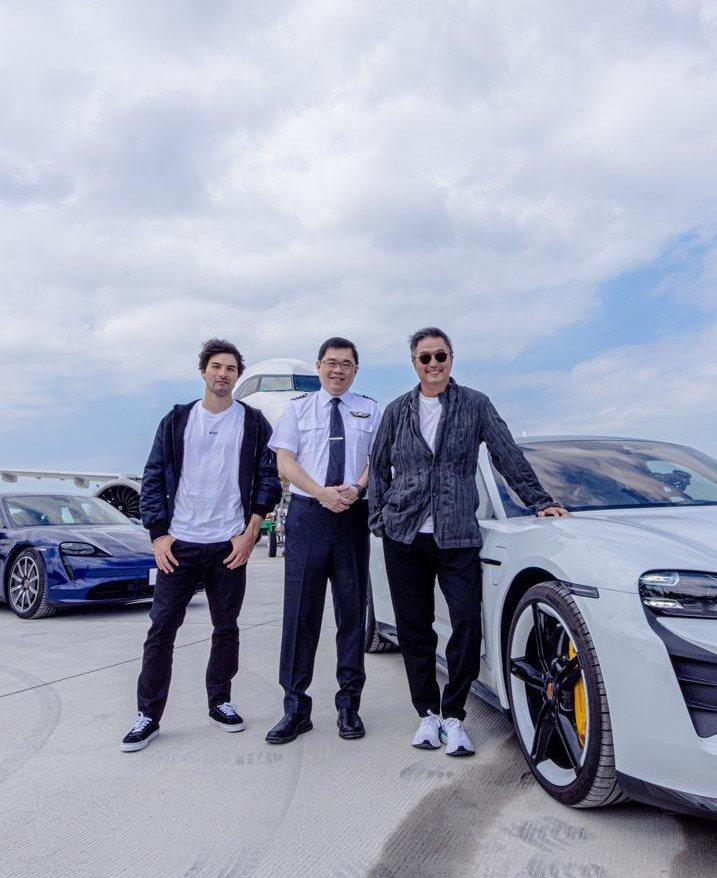 王偉忠(右起)和張國煒、鳳小岳錄公路實境節目「跑車大明星」。圖/泰坦星文創提供