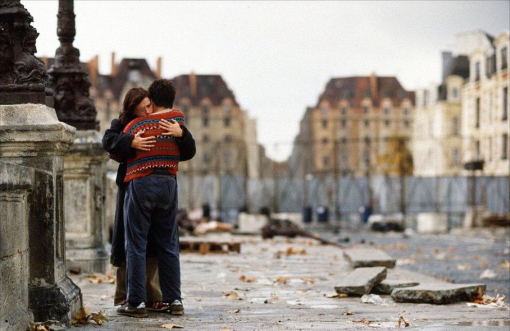 法國鬼才導演李歐卡霍創作生涯的浪漫神作《新橋戀人》。 圖/誠品提供