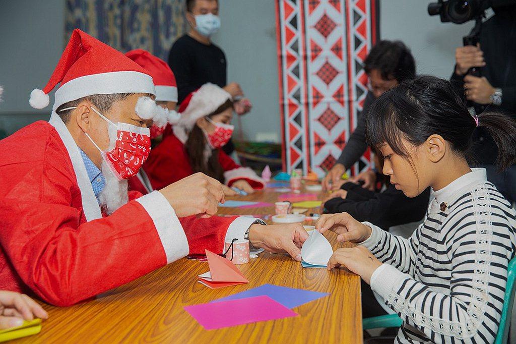台灣馬自達希望藉由「Hi Mazda Santa」耶誕活動,以用心陪伴、互動鼓勵...
