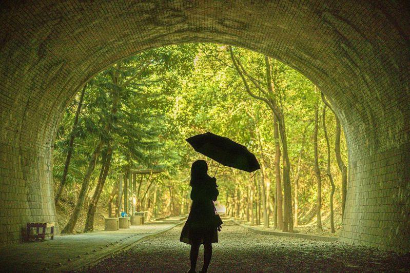 ▲苗栗景點推薦-崎頂子母隧道。 (圖/kuan.pic, Instagram)