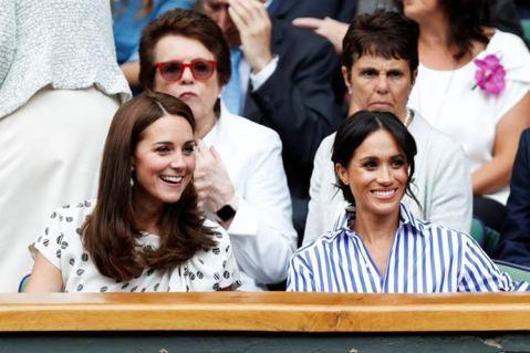 英國威廉王子與妻子凱特近來似乎運勢不順,連和叔叔愛德華王子一家搶先造訪新的耶誕燈飾園區,都會被拍到疑似9人群聚、違反英國的防疫規定,招來不少網友反感和批評。然而據皇室觀察家的看法,最讓凱特和威廉不開...