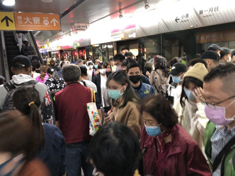 高雄捷運以往跨年湧入不少人潮。圖/高雄捷運公司提供