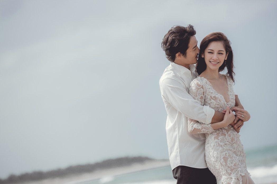 廖奕琁(右)、鈴木有樹結婚3年,開心宣布有喜。圖/凱渥提供