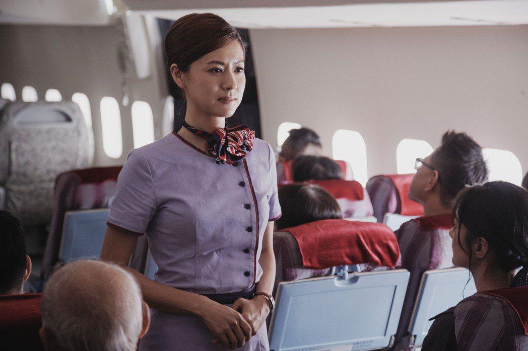 林予晞在「戒指流浪記」重操舊業,空姐裝扮引發網友暴動。圖/HBO Asia提供