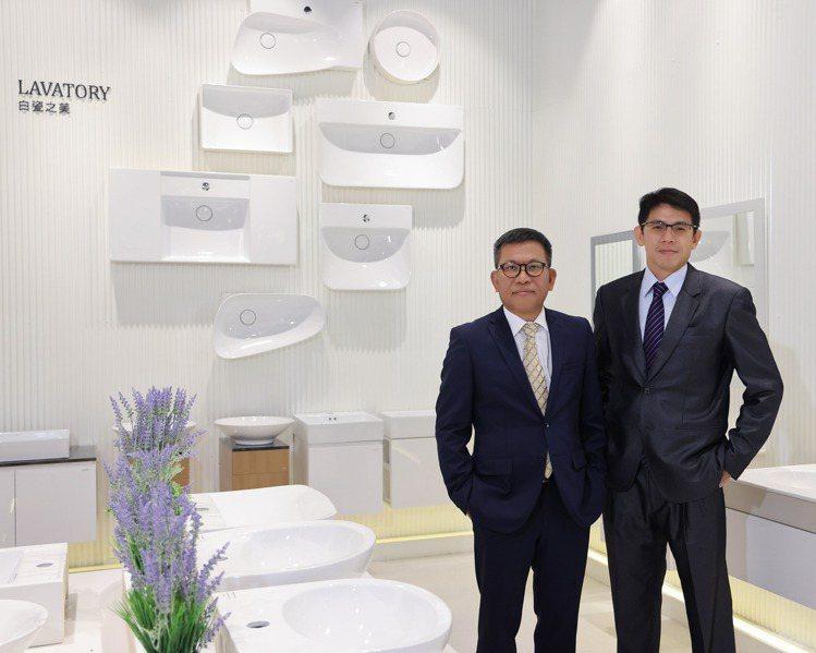 凱撒衛浴慶祝35周年,董事長蕭俊祥(左)、總經理陳威志現身。圖/凱撒衛浴提供