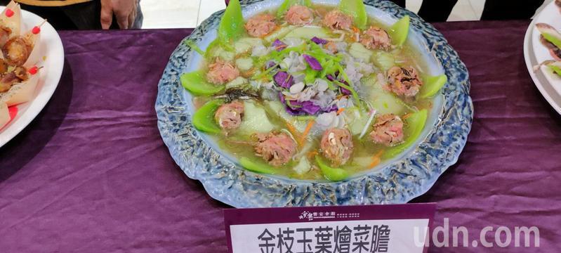 芥菜創意料理「金枝玉葉燴菜膽」,以紅燒獅子頭結合芥菜。記者莊祖銘/攝影
