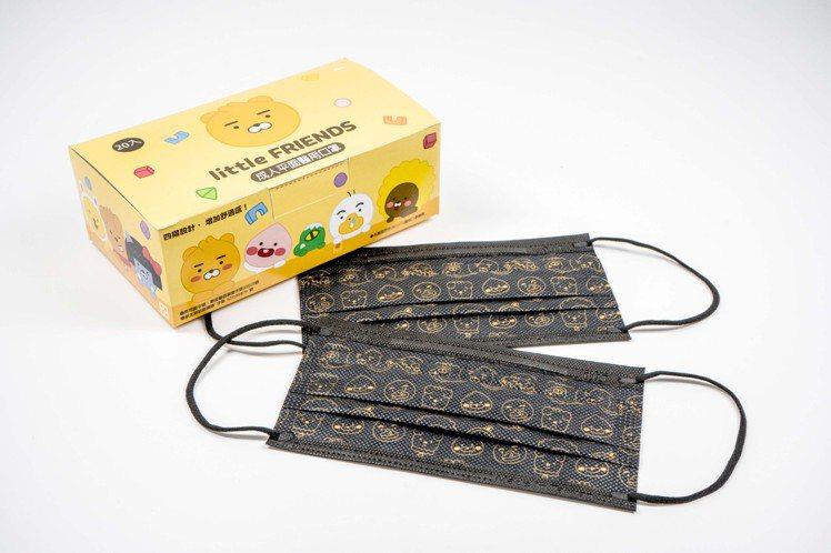 全家便利商店將於12月28日起限量開賣4款KAKAO FRIENDS口罩,每盒2...