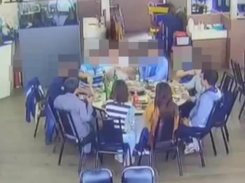 日前一名妙齡 女子(橘衣)者在自主健康管理首日出門與同事嗑火鍋,被衛生局開罰1萬元。圖/高市衛生局提供