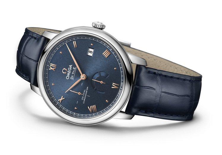 鋼殼、藍色表面、金針的組合,令OMEGA Prestige小秒針動力儲存腕表散發...