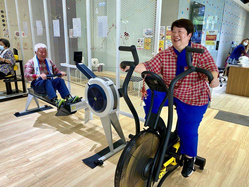 活力健康館是全齡健身房,但最初招生專為高齡者設計,器材與空間相對外面大型健身房對高齡者更友善。記者魏莨伊/攝影