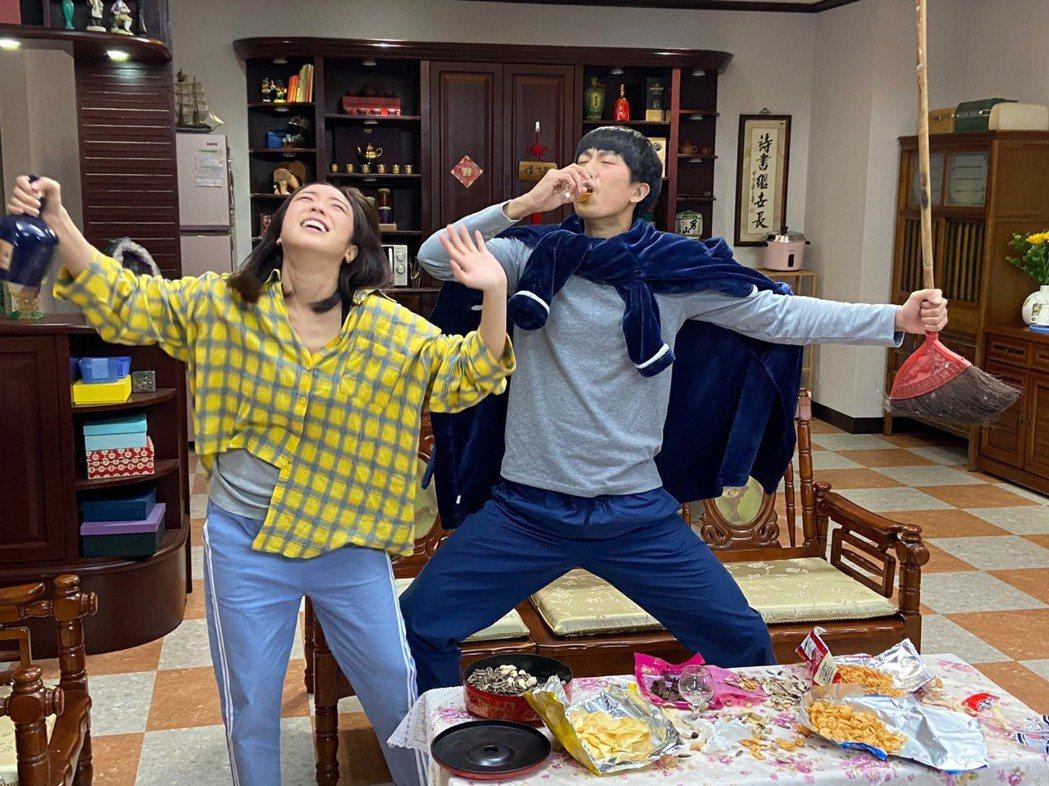 梁舒涵(左)和邱昊奇的戲份很逗趣。圖/三立提供