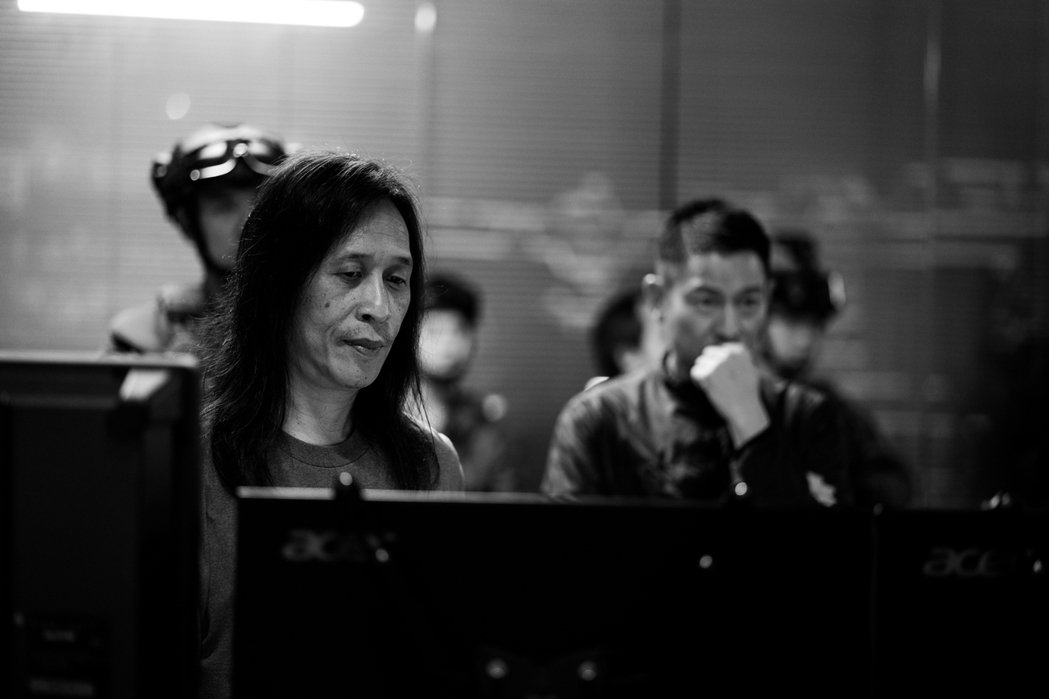 劉德華身兼電影「拆彈專家2」監製,天天在片廠緊盯細節。圖/華映提供