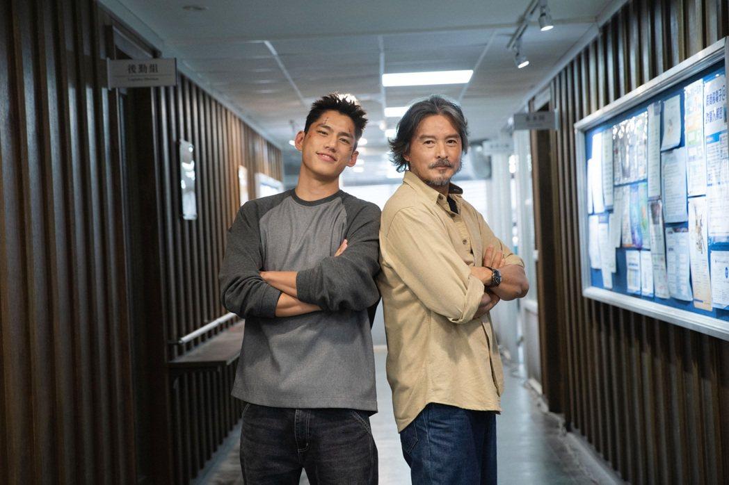 李銘順(右)、朱軒洋拍攝「逆局」,兩人與周渝民都有許多對手戲。圖/愛奇藝國際站提...