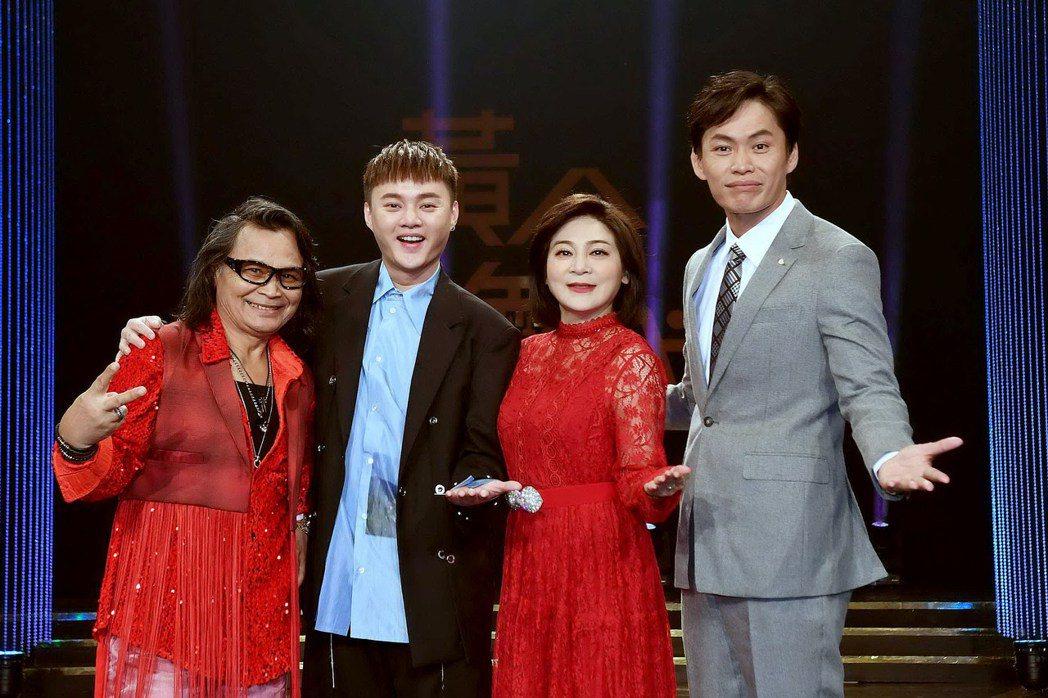 許富凱(左二)去做音樂請辭節目,由黃鐙輝(右一)接手上任。圖/華視提供
