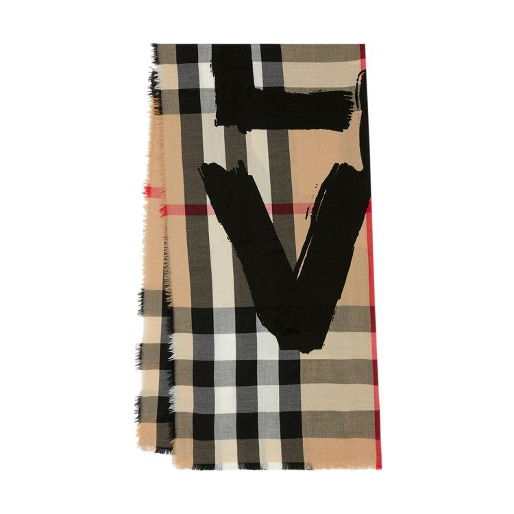 BURBERRY LOVE字樣印花輕盈格紋喀什米爾圍巾,33,900元。圖/BU...