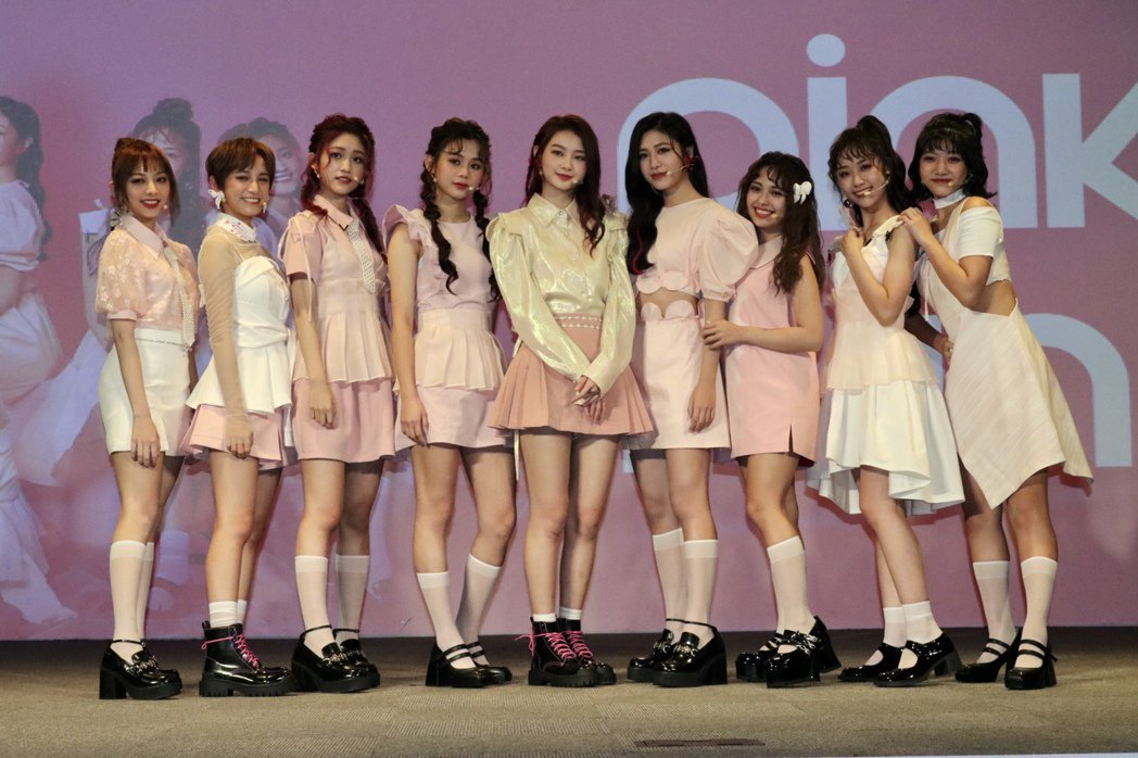 全新女團「PINK FUN」甜美出擊發片,平均年齡僅20歲。圖/野火娛樂提供
