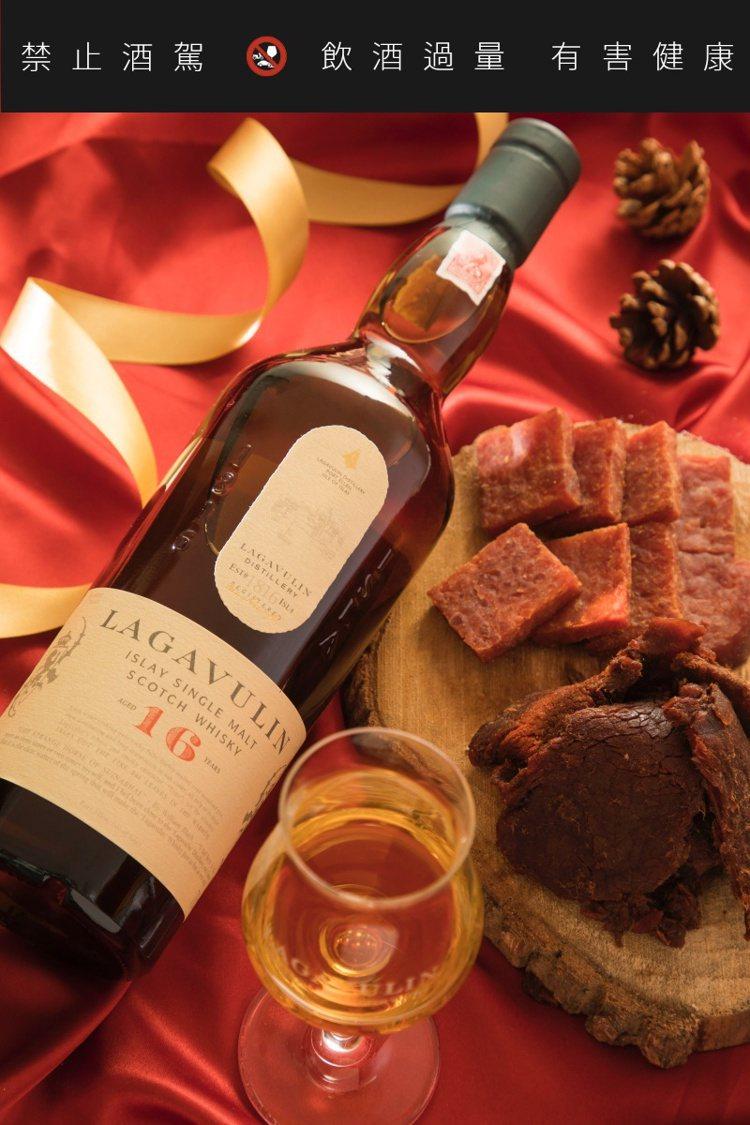樂加維林16年搭配牛肉乾、豬肉乾。圖/帝亞吉歐提供。提醒您:禁止酒駕 飲酒過量有...