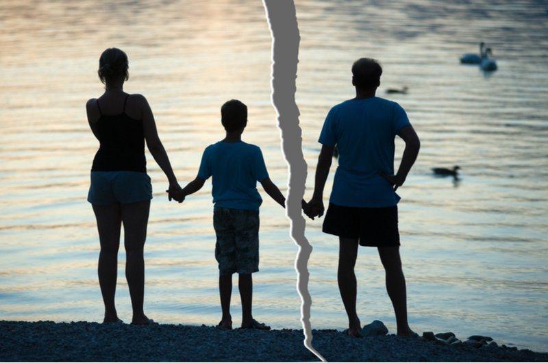 登上離婚理由第一名的,就是「對感情的背叛」,其次是沾染惡習或不良習慣,第三則是家...