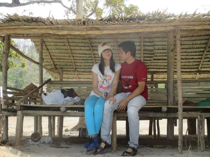 印尼女子維吉妮雅(Vinda Virginia)在13歲時與27歲的自然老師潘蓋拉(Erwin Pangaila)陷入熱戀。圖擷自維吉妮雅(Vinda Virginia)臉書