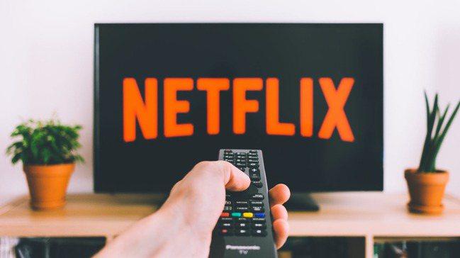 Netflix應該好好享受這個站在巔峰的寂寞冬季,因為從2021年起,串流大戰終...