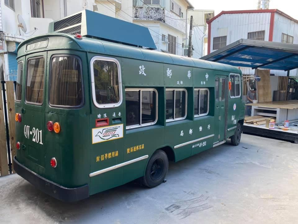 陳爸爸整理起來的一代郵務車