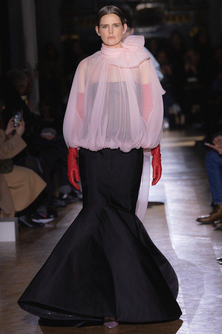 Stella Tennant最後一次走秀是為Valentino 2020春夏訂製...