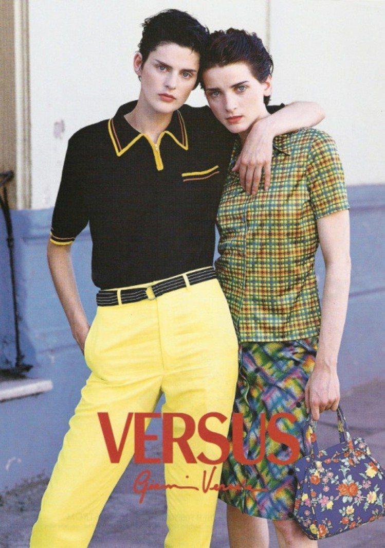 Stella Tennant(左)在1990年代與Versace合作密切。圖/摘...