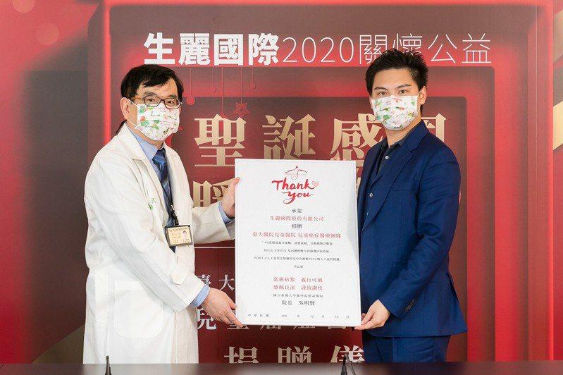 生麗國際向臺大醫院捐贈負80度超低溫冷凍櫃、液態氮桶、自動細胞計數器等近163萬醫療儀器。圖/生麗國際提供