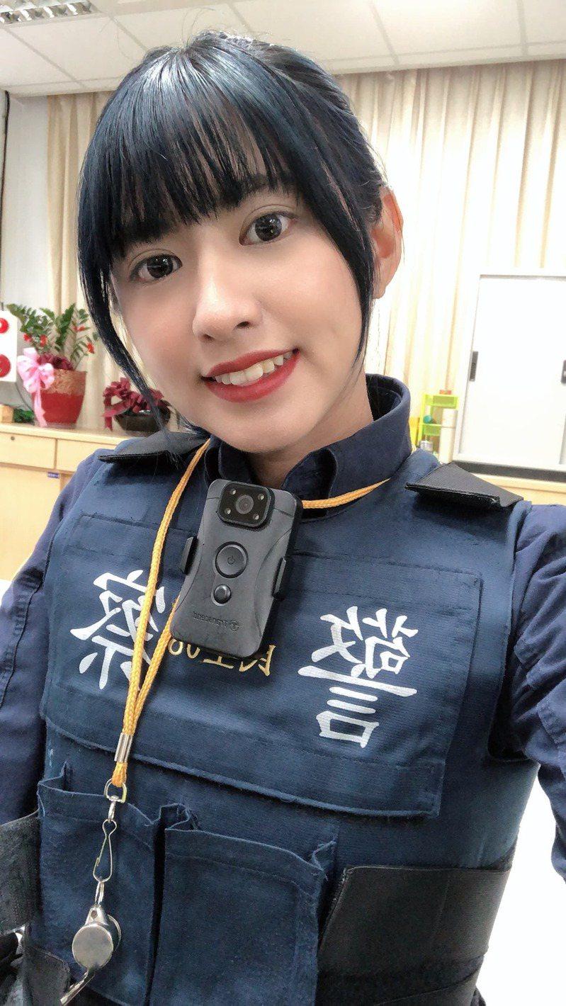 女警吳欣亞目前在台北市警察局服務,她擁有原住民的立體五官,外型亮眼。圖/吳蓮花提供