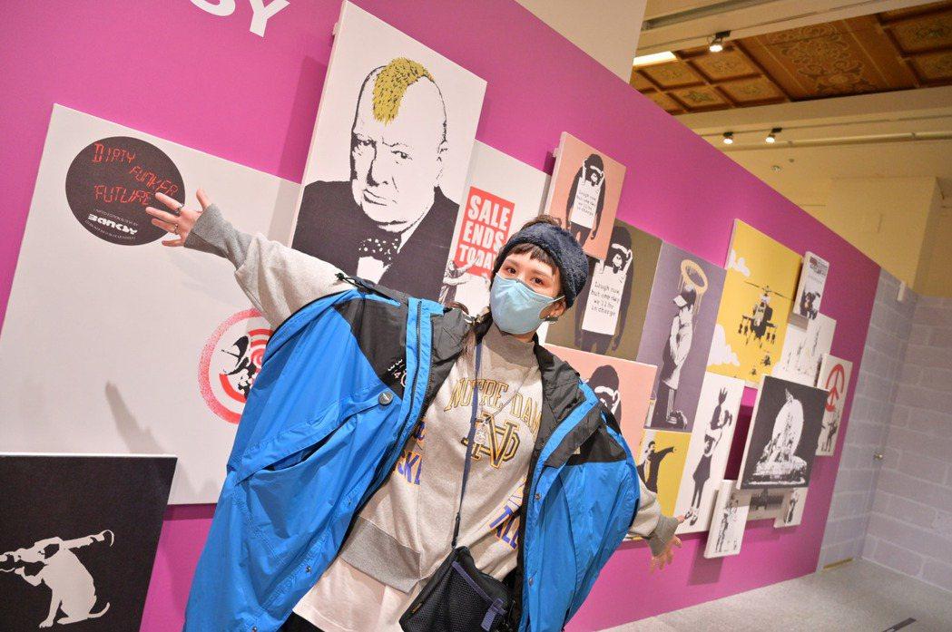 魏如昀搶先朝聖25日正式開展的「I LOVE BANKSY特展」。圖/寬宏藝術提