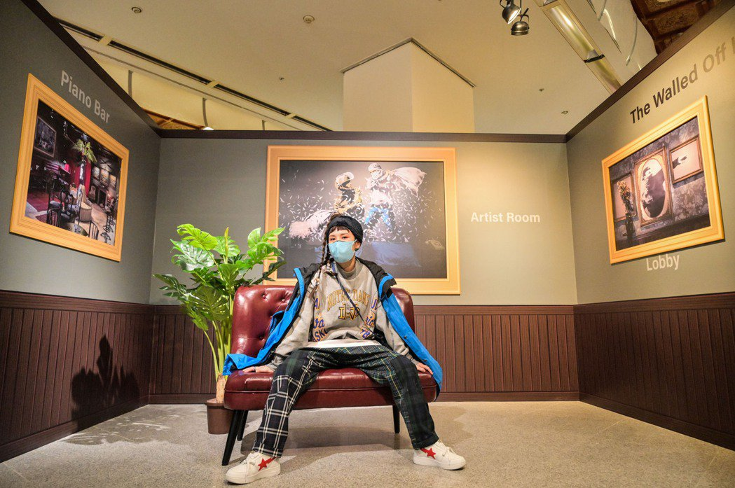 魏如昀從欣賞「I LOVE BANKSY特展」尋找創作靈感。圖/寬宏藝術提供