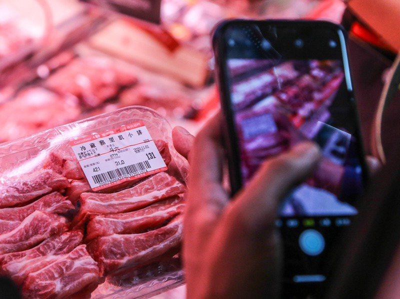 明年起,大賣場、超市、傳統市場、零售通路,至餐廳、便當店、小吃攤等,不管是生鮮豬肉、加工食品、都要清楚標示豬原料的原產地。圖/聯合報系資料照片