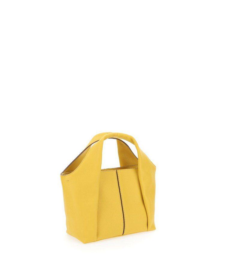 TOD'S Shirt Bag鸚鵡黃托特肩背包,54,500元。圖/迪生提供