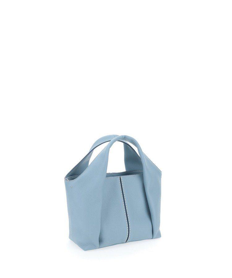 TOD'S Shirt Bag牛奶藍托特肩背包,54,500元。圖/迪生提供