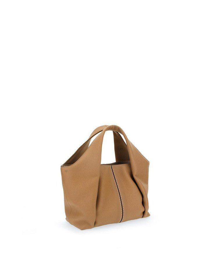 TOD'S Shirt Bag淺棕色托特肩背包,54,500元。圖/迪生提供