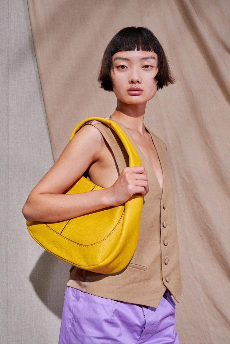 TOD'S Shirt Bag蓬鬆外型可愛俏皮又年輕,背上肩輕盈且合身。圖/迪生...