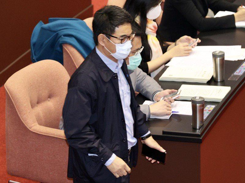 立法院會上午針對學校衛生法部分條文修正草案進行審議,民進黨立委劉建國出席,但是多條表決並未投票。記者林伯東/攝影
