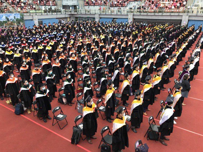 台灣部分大學在新聘教師上有「旋轉門條款」,本校畢業生須先到他校累積經驗才可能獲系所聘任,但有學者認為有歧視之嫌。此為示意圖,照片中人物與新聞無關。圖/聯合報系資料照片