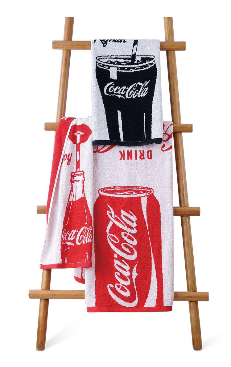 可口可樂系列緹花毛巾浴巾組原價1,680元/組,特價1,380元/組。圖/HOL...