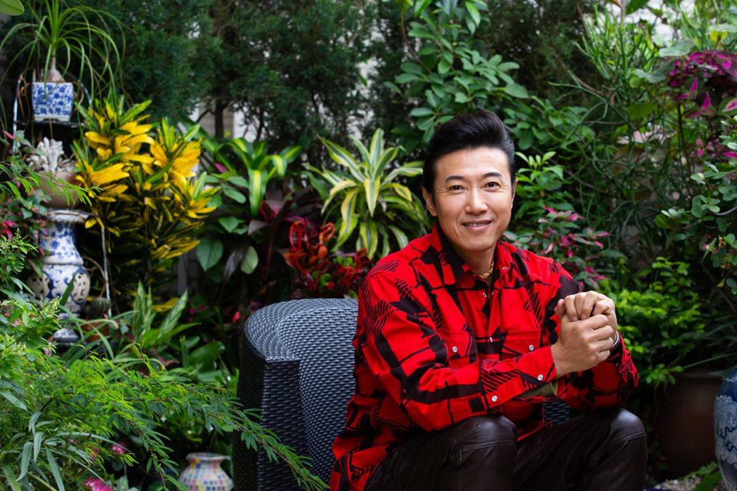 陳鴻的陽台種滿蘭花、菊花和個種香草。記者季相儒/攝影